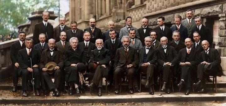 یقین علمی نظریات علمی نظریات جدیدعلمی متافیزیک گمان فرنگ فرگشت علم بشری علم الهی علم دید حکمی دید از بالا تکامل اصل عدم قطعیت